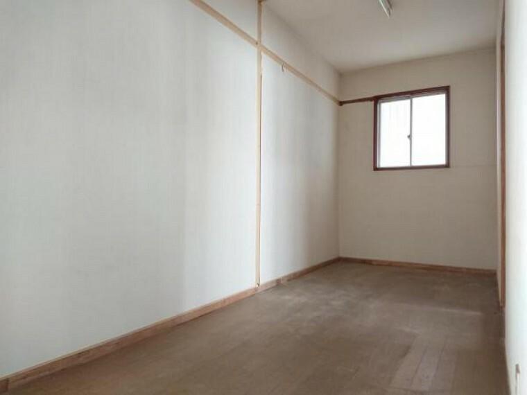 収納 【リフォーム中】2階の納戸の写真です。2階廊下からもアクセスできるので全体の収納スペースとしてもご利用いただけます。