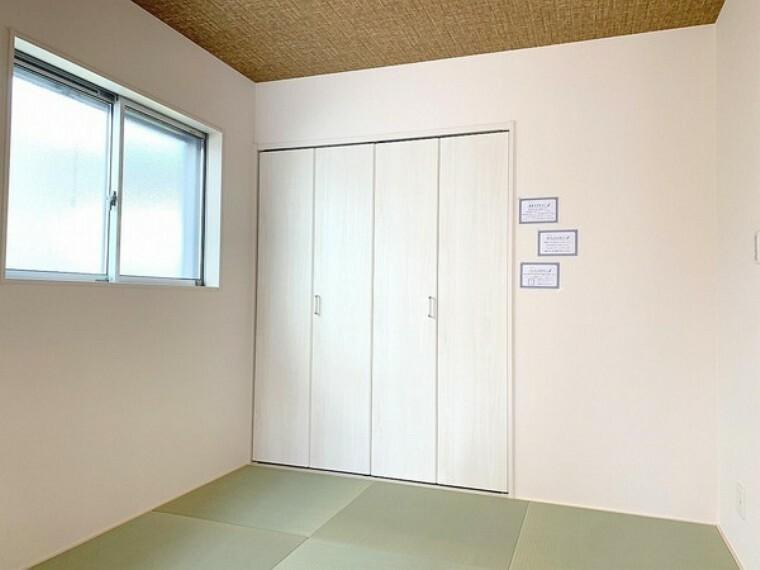 和室 緑を基調とした室内が癒しを与えてくれます。やはり日本人には和室が落ち着く空間になるのかも知れませんね。