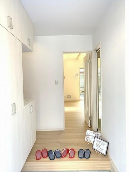 玄関 のびのびとした心地よさを生み出す玄関はスッキリしていいですね。
