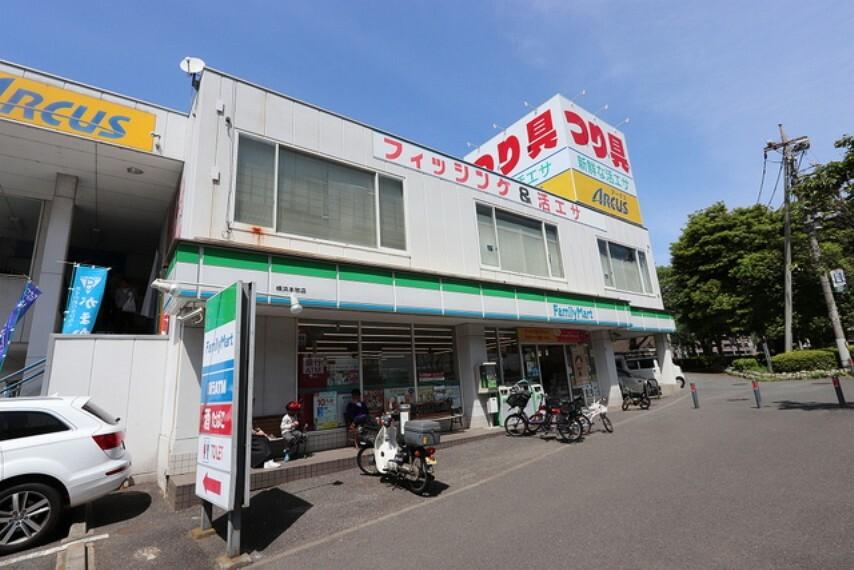 コンビニ ファミリーマート横浜本牧店