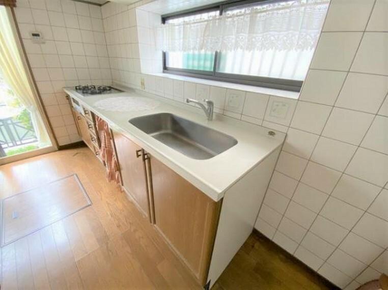 キッチン 壁付けキッチンの為、お部屋を広くお使いいただけます!