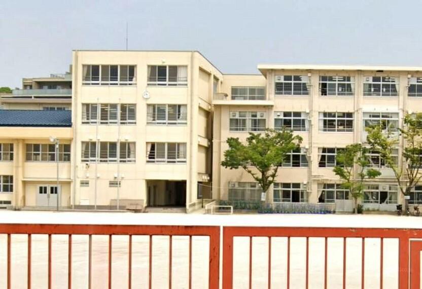 小学校 【小学校】福岡市立高取小学校まで267m