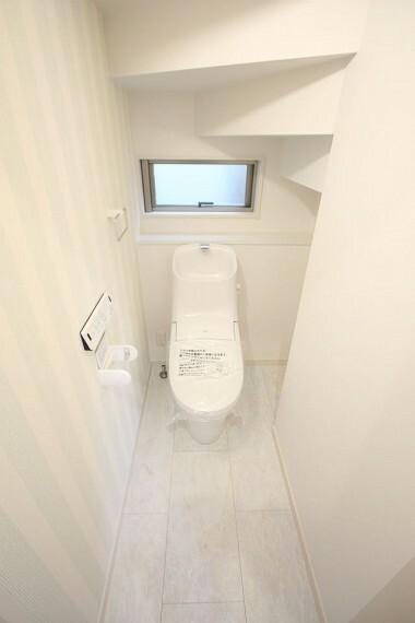 トイレ 2か所のトイレは朝の混雑緩和に活躍します。 1・2階共に温水洗浄便座を完備しております。