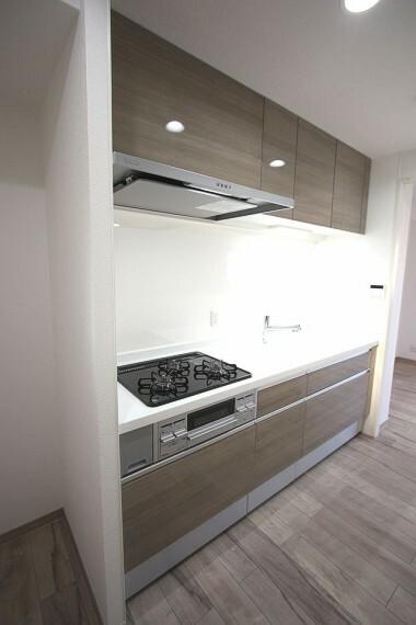 キッチン 2021年3月に新調されました。3口コンロは調理時間の短縮に役立ちます