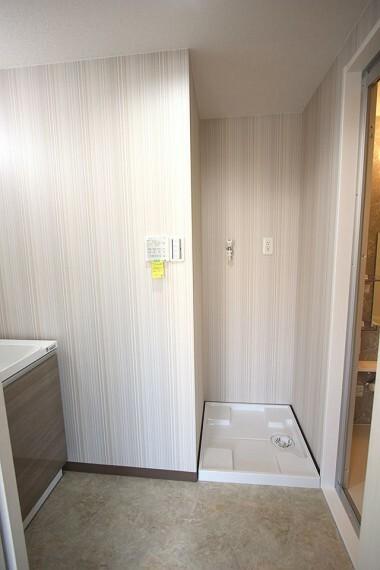 ランドリースペース 室内に洗濯機置き場を確保しております。