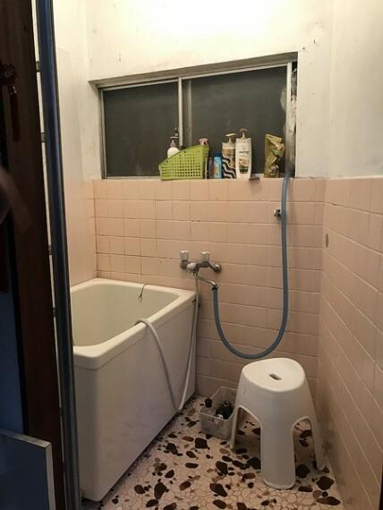 浴室 窓があり、換気も良好です。
