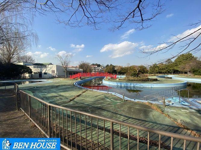 菊名池公園プール 徒歩10分。