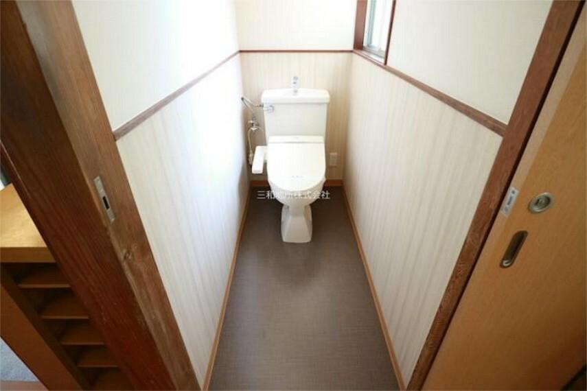 トイレ 奥行きのあるトイレ。ウォシュレットです。