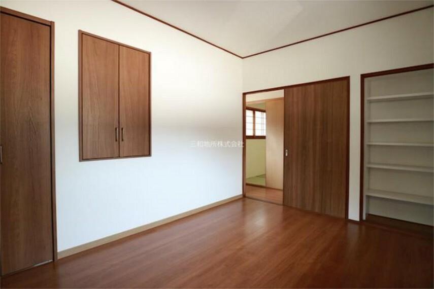 収納豊富な2F洋室
