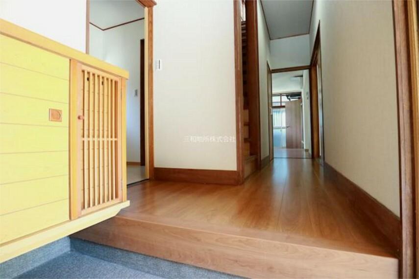 玄関 玄関ホールも綺麗になり気持ちよくお客様をお迎えできますね。