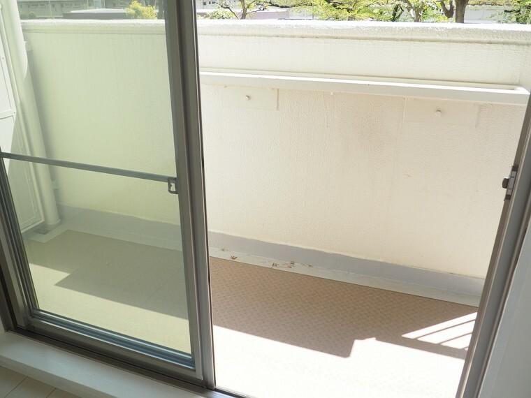 バルコニー バルコニー 2階南側のバルコニー  陽当たりが良く洗濯物がよく乾きそうです