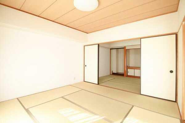 和室 LDKに面した2間続きの和室8畳・奥側6畳!奥側和室に押入収納・仏間付!