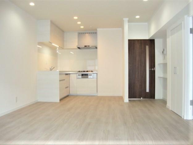 居間・リビング 背面式のキッチンのため、リビングが広く使えます!