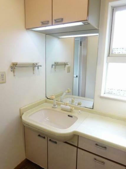 洗面化粧台 大理石調で高級感のある洗面台です。