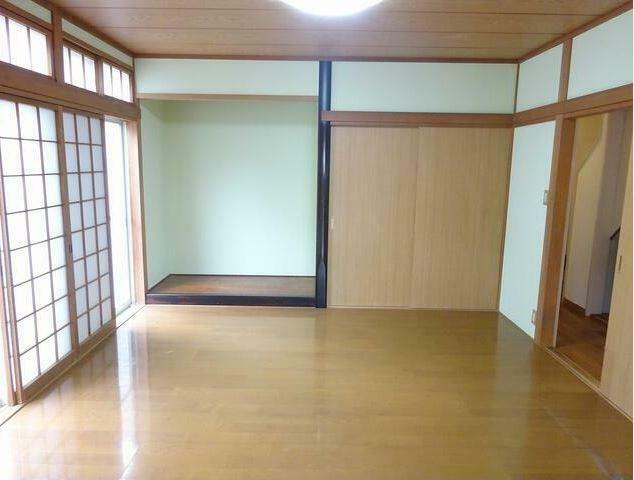 寝室 8帖のひろびろとした洋室。
