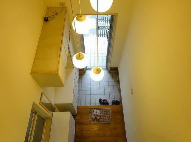 玄関 吹抜けの玄関ですので2階からもお見送り可能。