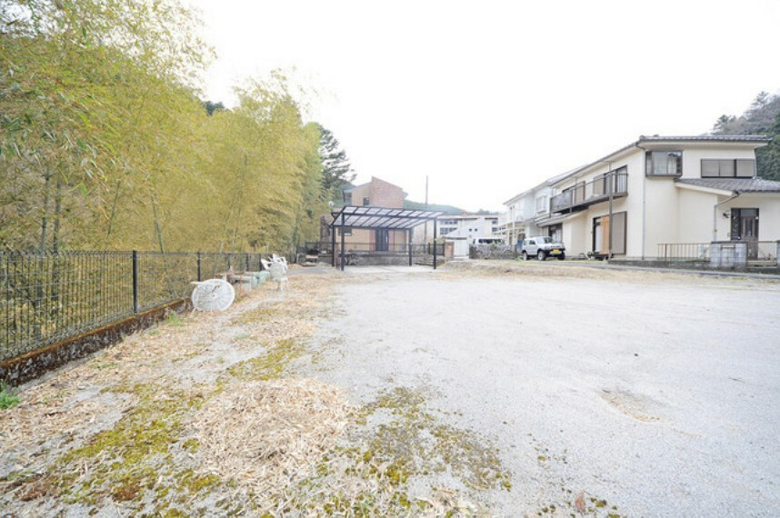 駐車場 多目的用途の広々とした敷地。