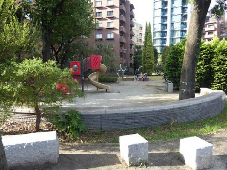公園 【公園】千鳥ヶ淵交差点公園まで475m