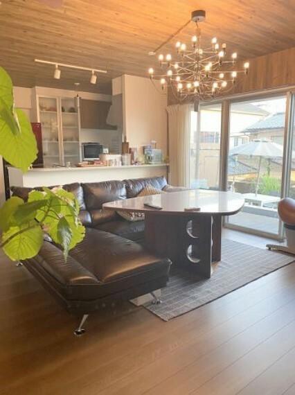 居間・リビング ダイニングテーブルとソファーを置いてもゆとりがございます!
