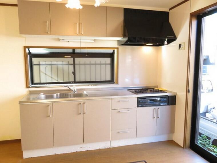 キッチン 横幅があり使いやすいキッチンで、毎日のお料理が楽しくなりますね。