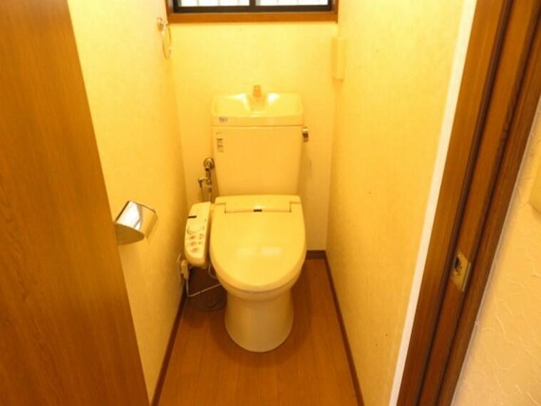 トイレ 快適にお使い頂ける温水洗浄便座です。