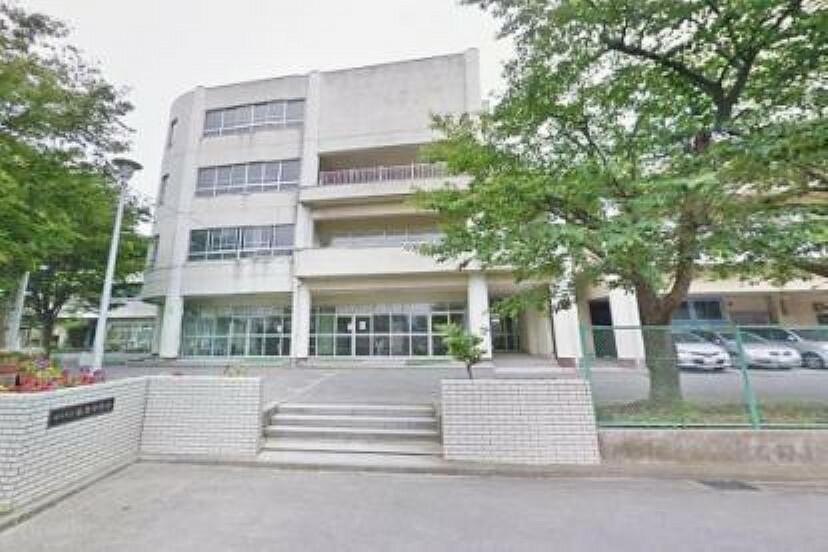 中学校 横浜市立飯島中学校 学校教育目標:「あいさつ」から始まる、「思いやり」「団結」「けじめ」の心を持つ生徒の育成