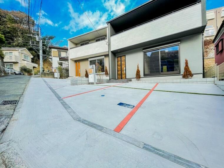 駐車場 ゆったりとした駐車スペースを確保いたしましたので、大きめのお車でも駐車可能です。