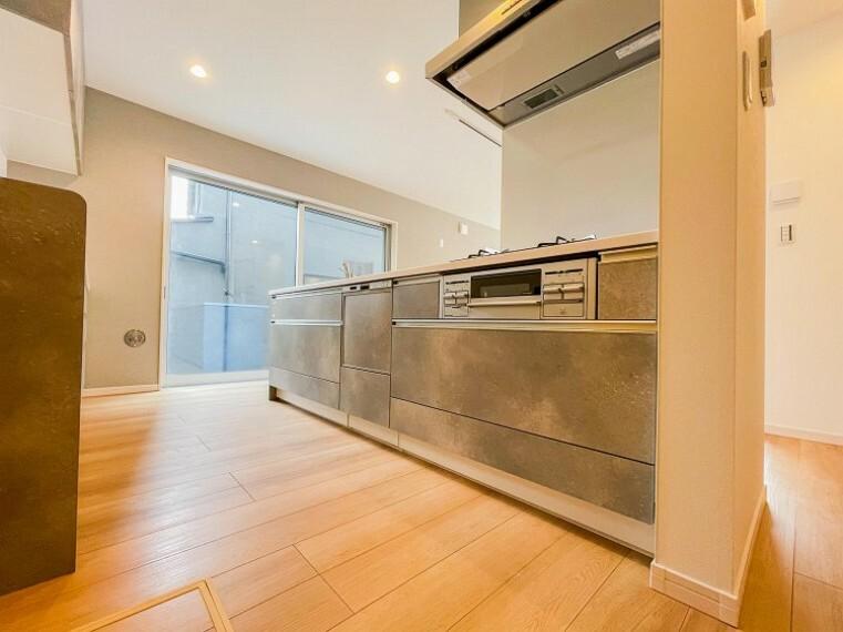 キッチン 洗い物の時間を短縮できる食器洗乾燥機付。(1号棟)