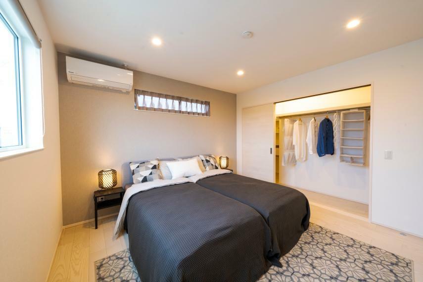 寝室 主寝室は広々8.1帖、大型ウォークインクローゼット付きです!