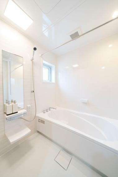 浴室 1616の浴室はタカラスタンダード製で壁はホーロー! お掃除楽々、マグネットが利用できます!
