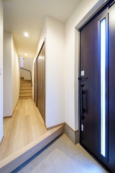 玄関 シューズボックス備え付け!使い勝手の良い玄関です!