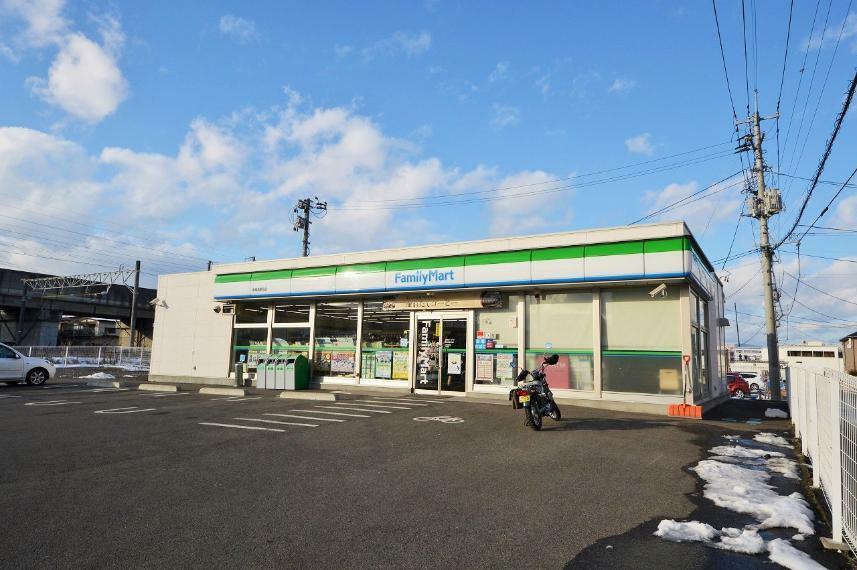 コンビニ ファミリーマート 南福島駅北店
