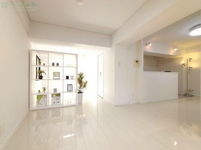 寝室 《10.3帖のベットルーム》DKと洋室は引き戸を開放して広々としたワンルームとしてもご利用頂けます。