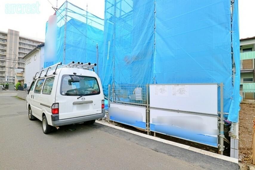 現況写真 駐車スペースは並列で2台駐車可能。来客にも対応できます。車通りも少ないので駐車もしやすい立地となっております。