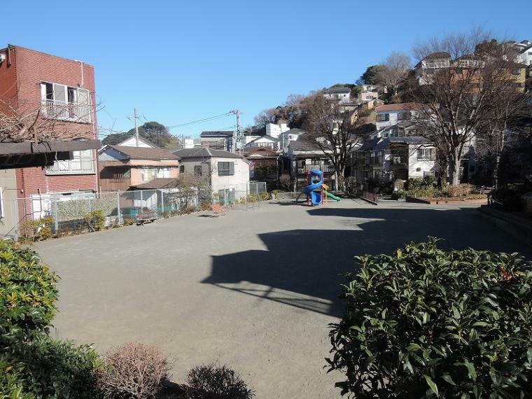 公園 遊具があり、お子様のいる家庭に嬉しい八幡公園