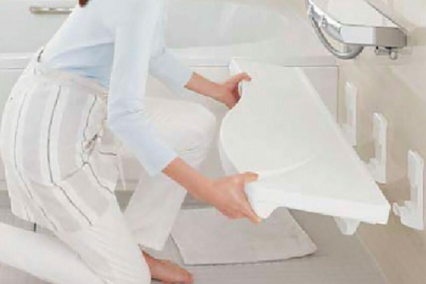 発電・温水設備 【まる洗いカウンター】  カウンターはまるごと壁から外せるので、洗いにくいカウンター裏や壁もラクな姿勢で洗えます。