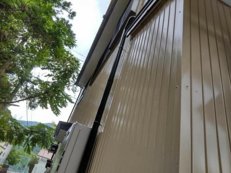 構造・工法・仕様 【リフォーム済】外壁・屋根共に塗装を行いました。住宅の寿命に関わる部分は特に注意を払ってリフォームを行っています。