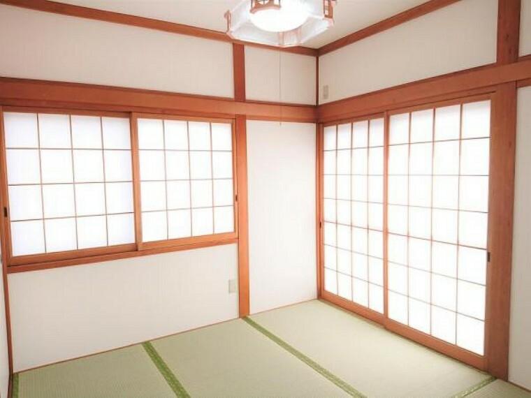 【リフォーム済】1階和室は畳の表替え、襖の張替えを行い照明新設しました。押入れがあるので部屋全体を広く使く事ができます。