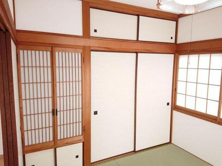 収納 【リフォーム済】1階和室の押入です。襖の張替えを行いました。居室に収納スペースがあるのは嬉しいですね。