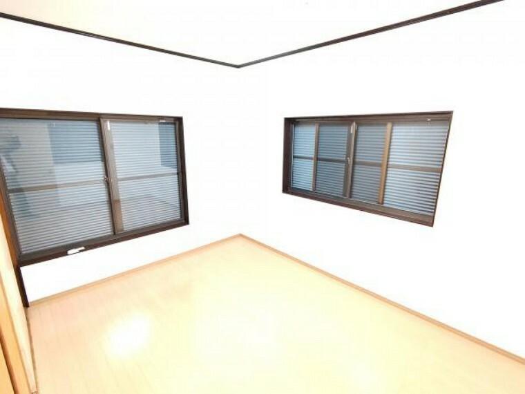 【リフォーム済】2階洋室は壁・天井クロス張替え、床はフロアを張りました。子供部屋にいかがでしょうか。