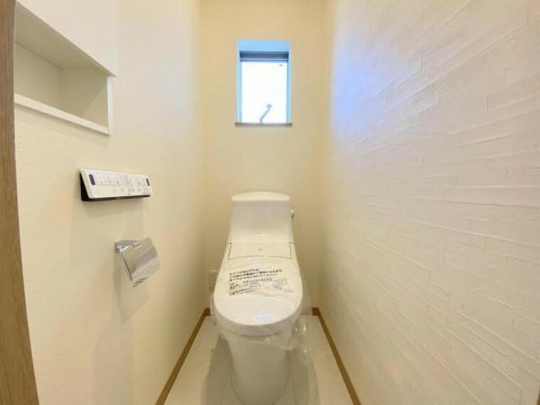 トイレ 2階のトイレもシャワートイレ!