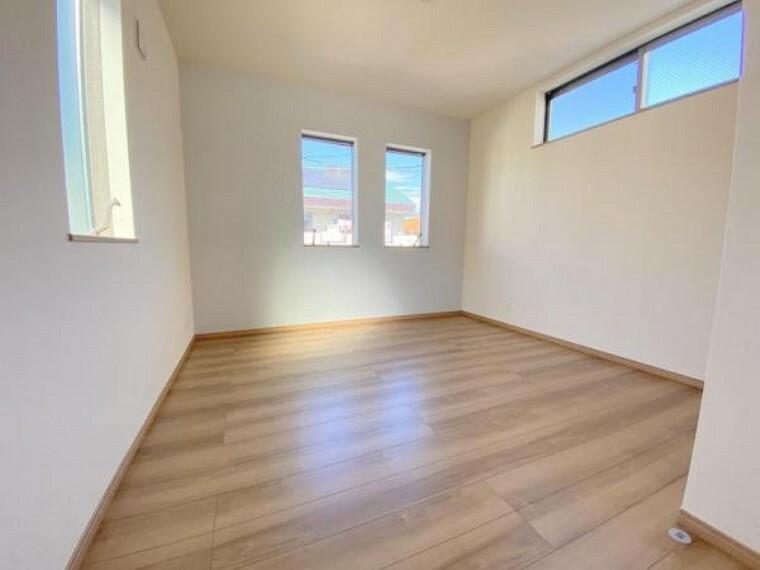 2階の洋室はアクセントカラーを付けた素敵な空間!