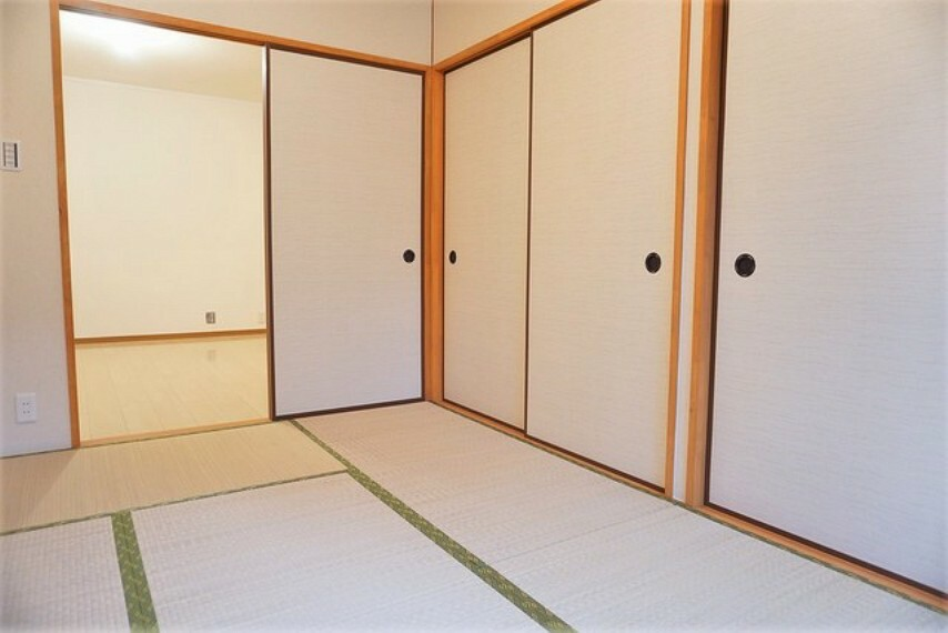 居間・リビング 約6帖の和室です。来客時には客間として活躍してくれそうですね^^全室エアコン完備です。