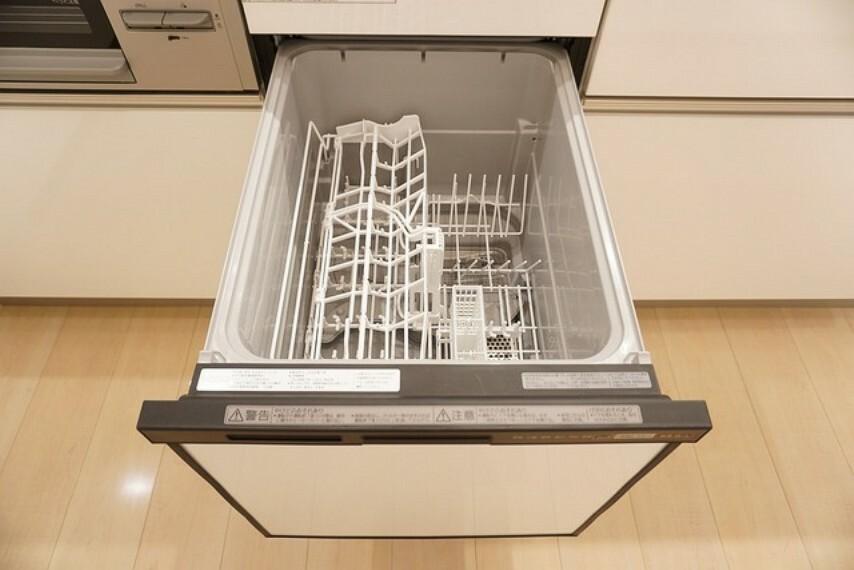 キッチン 炊事時間を大幅に短縮できる食器洗浄乾燥機付きキッチンです^^冬場の洗い物で手荒れの悩みもなくなります。