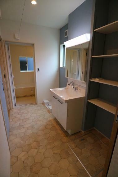 脱衣場 洗面脱衣室は3帖。こちらで部屋干しも可能です。(ナノイー送風機完備)