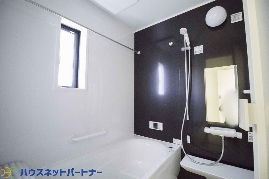 パネルからワンタッチで自動的にお湯張りができる設備。お風呂のお湯がたまったかどうかいちいち浴室へ確認に行かずにすみ、うっかりお湯を溢れさせてしまうこともなくなります。