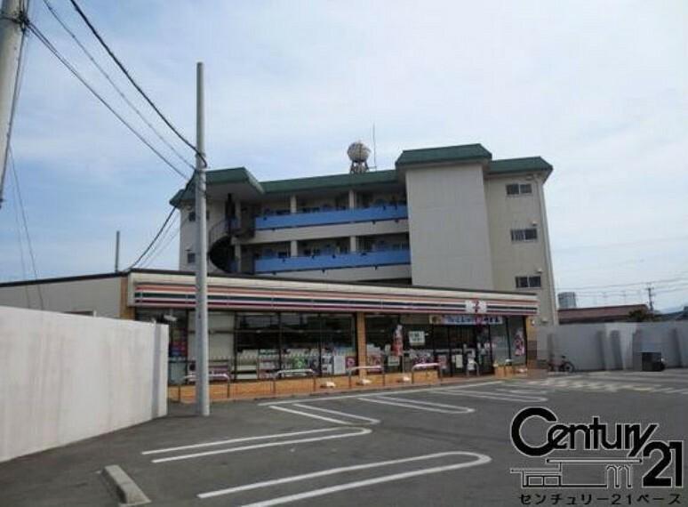 コンビニ セブンイレブン大和高田三倉堂南店
