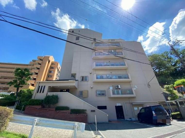 外観写真 11階建てマンションの8階部分です