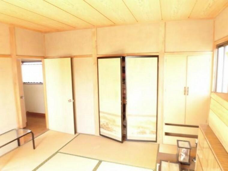 専用部・室内写真 (リフォーム前)2階東側8畳の和室は晴れた日にはゴロンと寝転んで日向ぼっこもいいですね。畳表替え、クロス・襖張替、LED照明交換します。