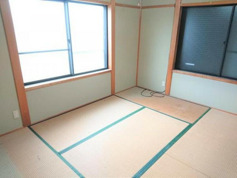 リフォーム中 2階北東側6帖洋室 和室6帖から洋室6帖に変更 室内には2面の窓があり明るく広々とした印象のお部屋。ご夫婦の寝室にいかがですか?